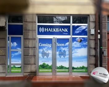 Halkbank izlog plostad (1)